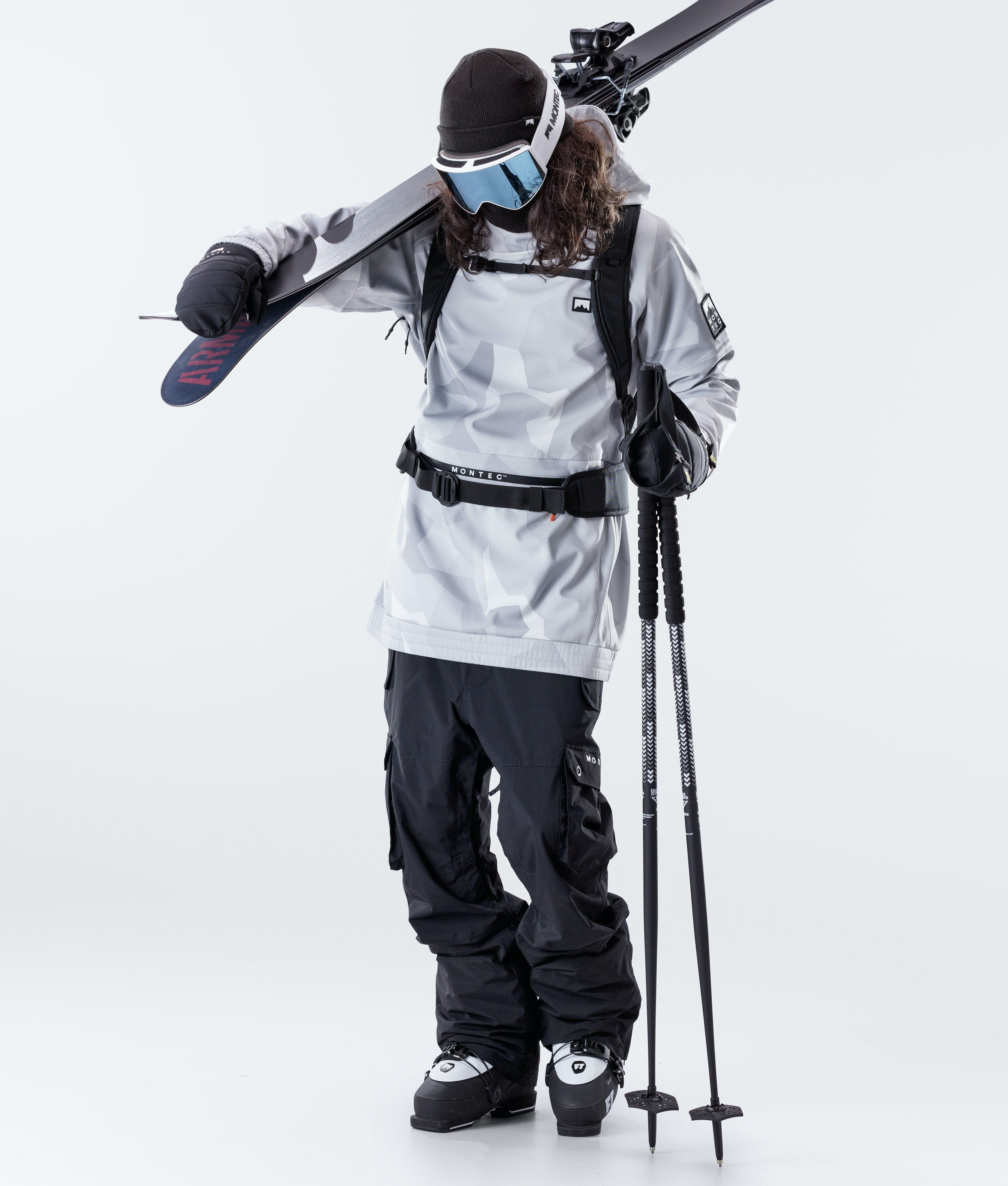 What is the difference between snowboarding and skiing pants?