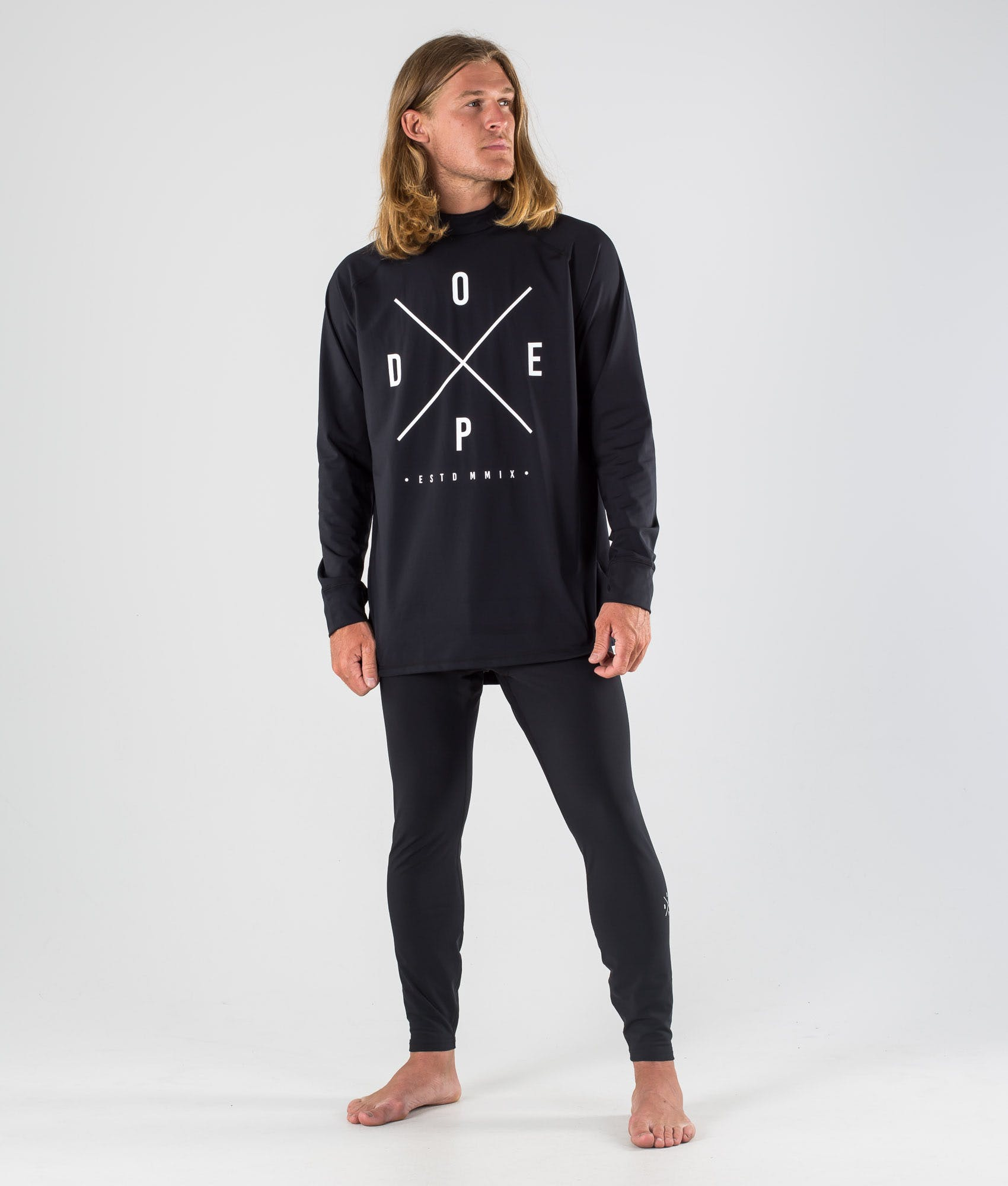 What kind of material should a ski base layer be made out of