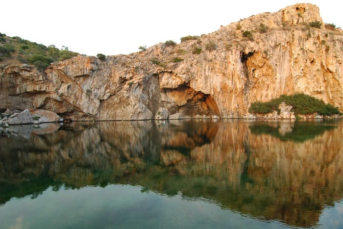 Lake vouliagemi