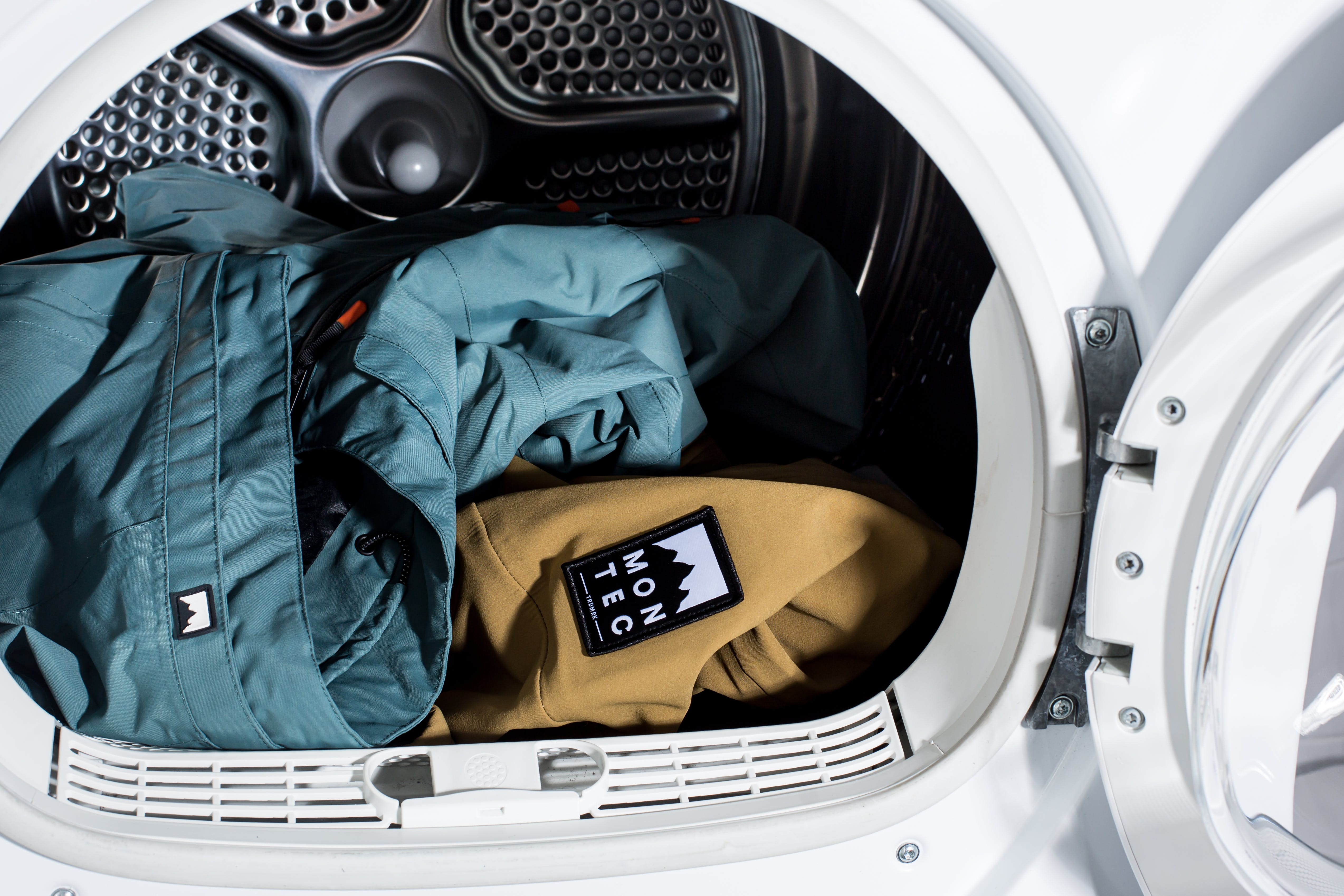 How To Wash Waterproof, Snowboard, and Ski Jackets/Pants